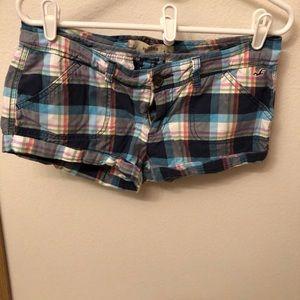 Hollister size 7 W28 shorts Multi color